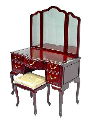 Rosewood dressing table with stool, Queen Anne style